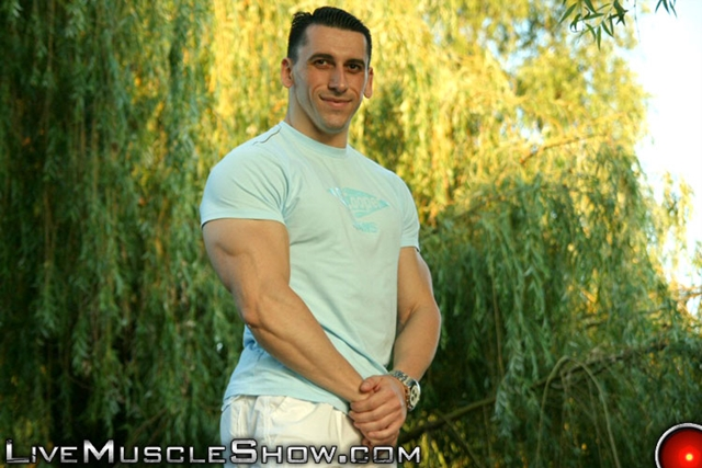 Live-Muscle-Show-huge-muscled-man-Patrick-sexy-muscular-guy-big-muscle-appreciation-worship-live-video-chat-005-male-tube-red-tube-gallery-photo
