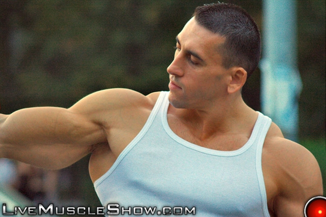 Live-Muscle-Show-huge-muscled-man-Patrick-sexy-muscular-guy-big-muscle-appreciation-worship-live-video-chat-007-male-tube-red-tube-gallery-photo