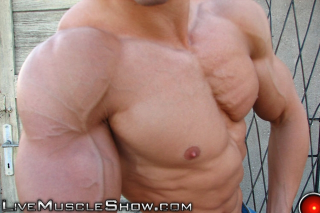 Live-Muscle-Show-huge-muscled-man-Patrick-sexy-muscular-guy-big-muscle-appreciation-worship-live-video-chat-009-male-tube-red-tube-gallery-photo