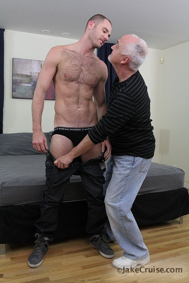 Jake Cruise: Cole Streets gets serviced!