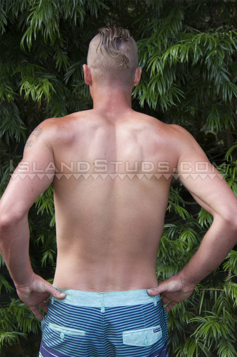 IslandStuds-LOVES-BIG-COCK-Tate-sexy-friendly-smile-strokes-monster-9-inch-dick-jerking-huge-cum-load-ripped-smooth-abs-tattoo-shaved-head-002-gay-porn-sex-gallery-pics-video-photo