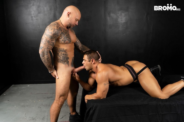 Tattooed and beefy Jason Collins loves playing with buff Draven Navarro's nipples and worshipping his hard body